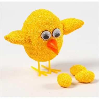 Diy kuiken knutselen met gele klei